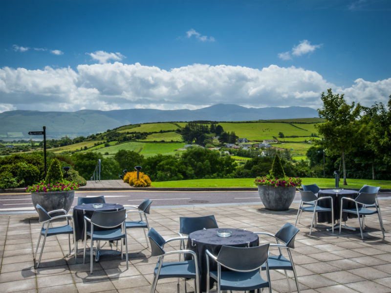 When playing golf in Kerry stay at the beautiful Ballyroe Heights Hotel, Ireland