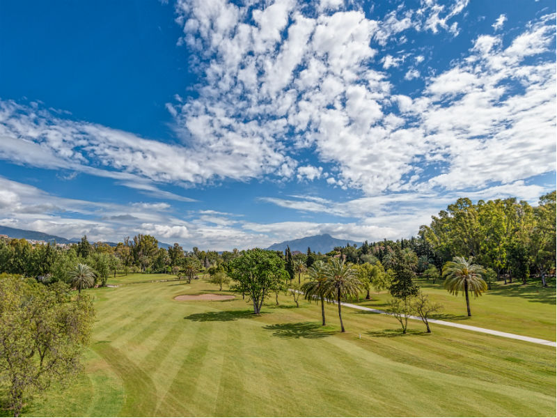 If travelling or staying in Spain why not play golf at the beautiful El Paraiso Golf in Malaga