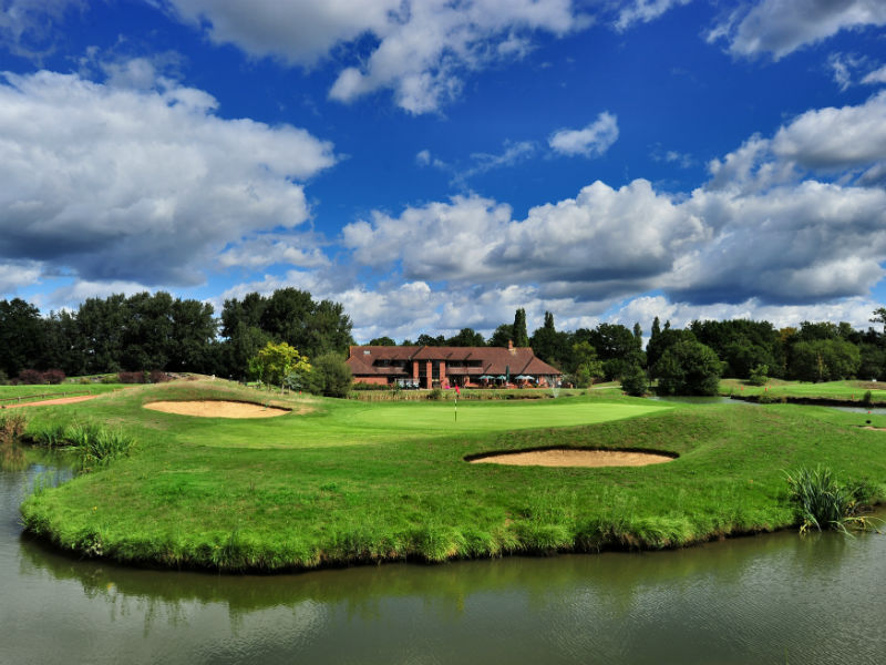 Play some golf at the beautiful Paultons Golf Centre in Hampshire, England